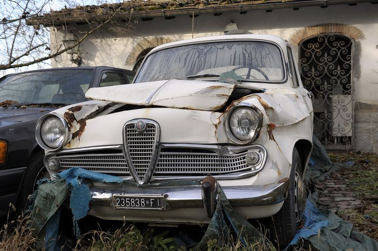 alfa romeo giulietta ti cars graveyard barn find abandoned pinterest alfa romeo. Black Bedroom Furniture Sets. Home Design Ideas