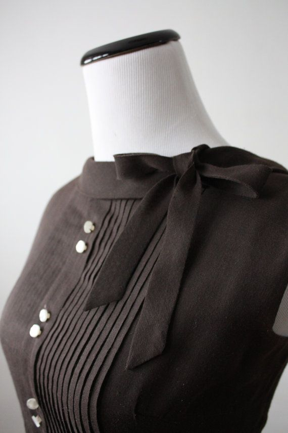 50's cocoa bow dress(the pleats, buttons grouped together two by two and bow on the collar are fabulous)