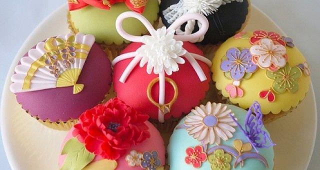 Beautiful Japanese Icing Cupcakes