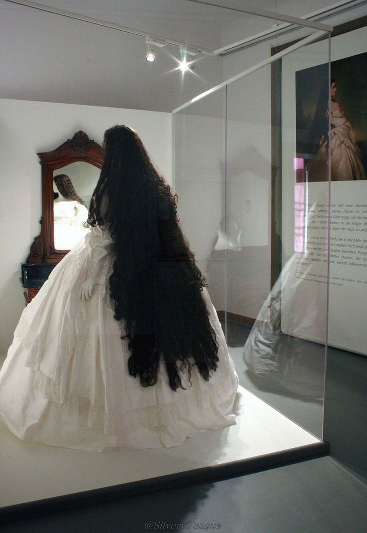 Sisi Museum. Quel cheveux elle avait! empress Elisabeth of Austria often had headaches because of its weight.