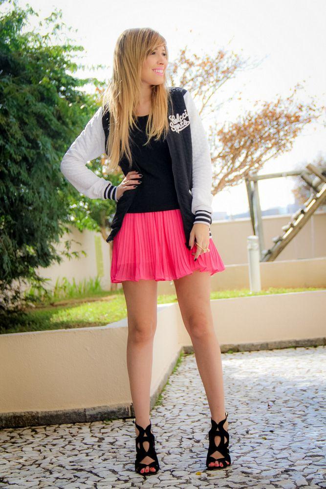 Look da blogueira Taciele Alcolea! Com a cores neutras e o rosa choque para adicionar cor ao look e não ficar totalmente neutro.