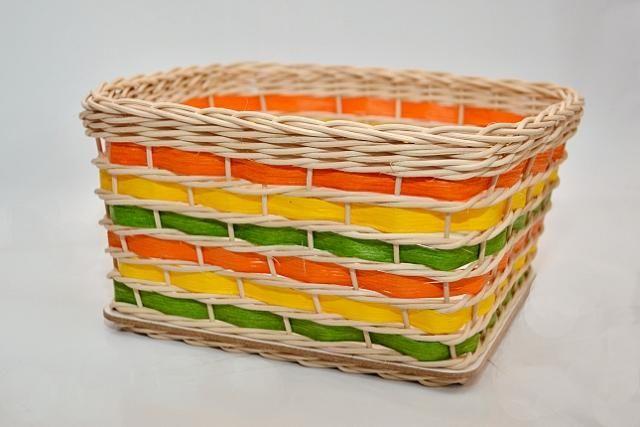 Nádhernyý farebný košík z pedigu a papierovej pásky, ktorý vyrobila adriana842 z Artmama.sk.