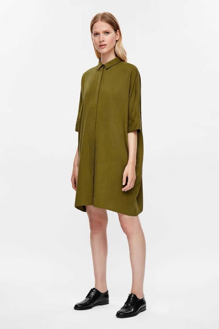 Made from lightweight twill fabric, this shirt dress is an oversized fit…