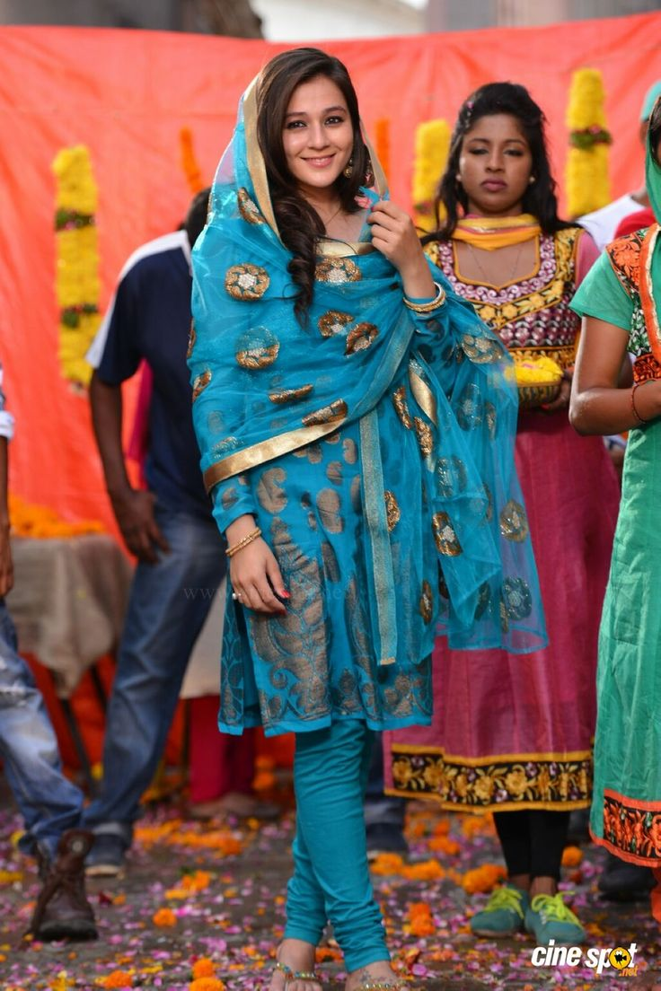 Actress Priyal Gor photos (4)