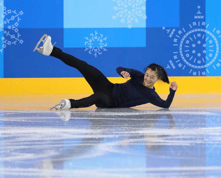 フィギュアスケート女子に出場する坂本花織(17=シスメックス)が5日、韓国入り後の初練習をした。サブリンクながら、貸し切り状態でショートプログラム(SP)もフリーも曲をかけて滑った。ジャンプで転倒してお尻を強打したものの、40分のぜいたくな時間を過ごした。「普段の朝練はこんな感じ。今日は足慣らし程度に滑りました」