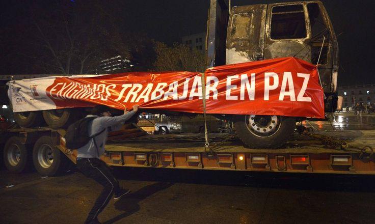 Camioneros fueron agredidos en La Moneda