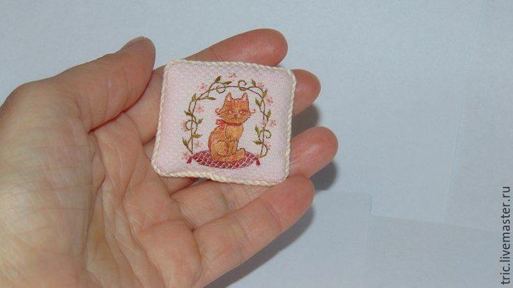 Купить кукольная вышитая подушка - коллекционная миниатюра, кукольная миниатюра, миниатюра 1 12
