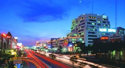 #WhereToGo : Mangga Dua is the largest wholesale complex in Asia. It is the business place for the retailers who offer quality products at competitive prices. You can find everything you could desire for. From clothes, shoes, electronic items, perfumes, computers and many more items are available in a lot of variety.  Mangga Dua is quite close to the hotel only around 7 km distance which can easily reach in 20 minutes drive.