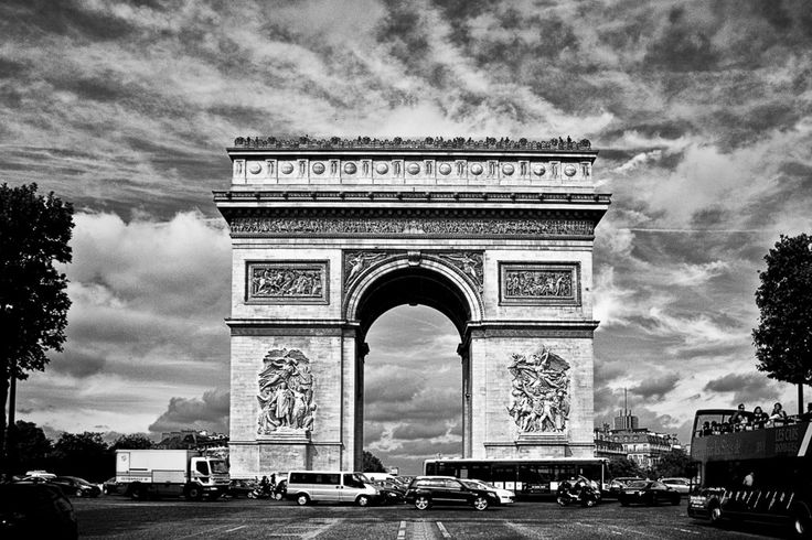 mémoire du paris is a dedication to a past visit in Paris, where I really scavenged the streets for subjects.