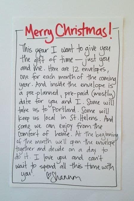 Du kannst einen Brief schreiben oder mehrere Briefe, die im Laufe des Jahres geöffnet werden müssen. Die Person, der Du dieses Geschenk gibst, wird es lieben.