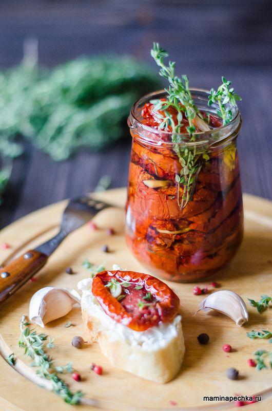 Вяленые помидоры — очень вкусная и необычная закуска, но в России они появились не так давно, - наши бабушки и мамы были с ними не знакомы.