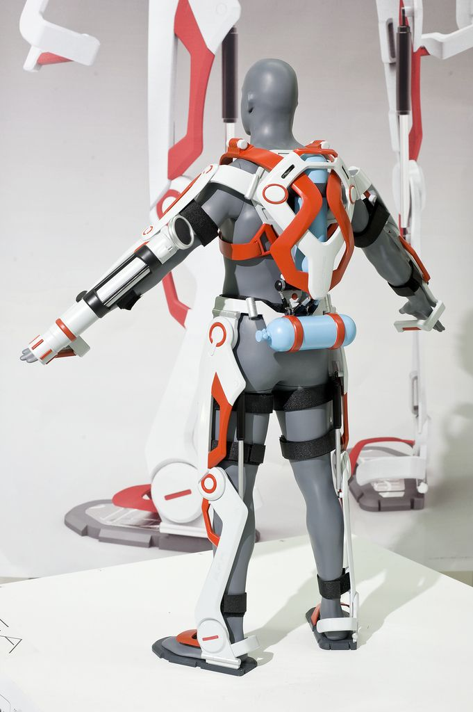 MADA Industrial Design grad Ken Chen has designed a conceptual powered exoskeleton suit for firefighters that would enable them to carry heavy loads of equipment or people without impending their freedom of movement. More at Discovery News: http://news.discovery.com/tech/robotics/firefighter-exoskeleton-to-the-rescue-140521.htm