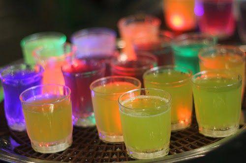 Un punch très frais, aux zestes d'oranges et citron, thé vert, sirop de sucre et rhum.      Punch au rhum, citrons, oranges et thé vert   ...