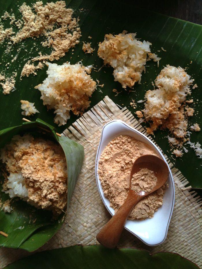 Ketan Bubuk, Java Style Glutinous Rice in Grated Coconut and Spiced Soy Powder