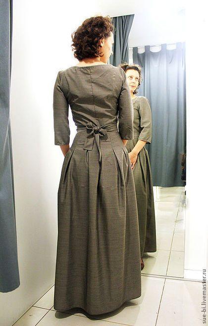 Купить или заказать Шерстяное платье в пол с рукавом 'СКАРЛЕТТ'(копия) в интернет-магазине на Ярмарке Мастеров. Очаровательное платье в мелкую клетку выполнено из 100% тонкой шерсти производства Италии, очень мягкой и приятной на ощупь. Платье отрезное по талии, с заложенными по всей окружности складочками. Рукав три четверти, сбоку располагается потайная молния-застежка. Платье имеет цвет, как на фото лифа (№3). Есть варианты других расцветок клетки и материалов - ( вискоза+шерсть, ш...