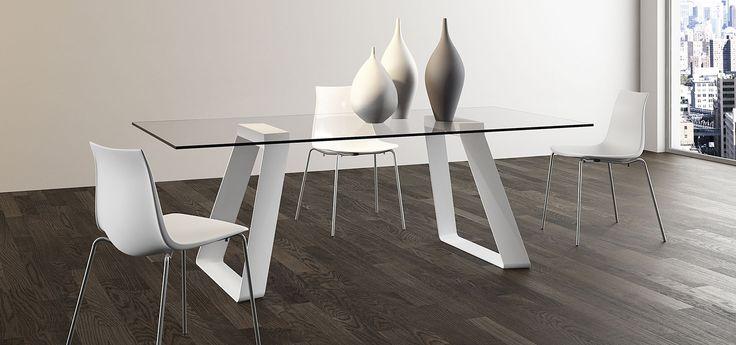 LIVERPOOL  Tavolo fisso con struttura in metallo e con piano in vetro trasparente o rovere massello bordo tavola  http://www.arredo3.it/tavoli/moderno/liverpool/