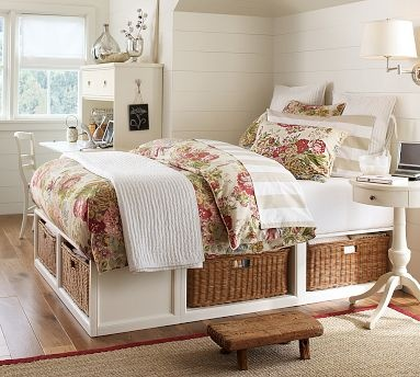 Absolutely in love with this storage bed. My favorite!