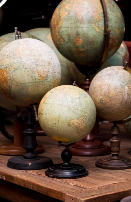Vintage Globes....on my Christmas wish list!
