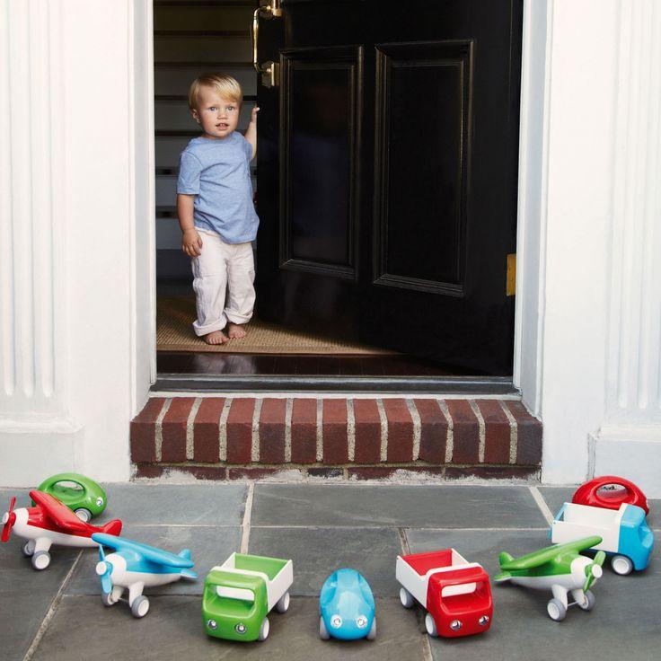 Un avion de la marque Kid O avec une hélice à l'avant qui tourne vraiment et des roues en caoutchouc qui roulent sur tous les types de surface.