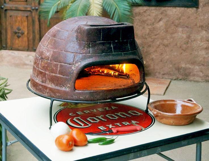 メキシコ直輸入!ピザ窯・BBQグリルでホームパーティー!⑥  奥で炭や薪を燃やしながら、手前正面で調理します。