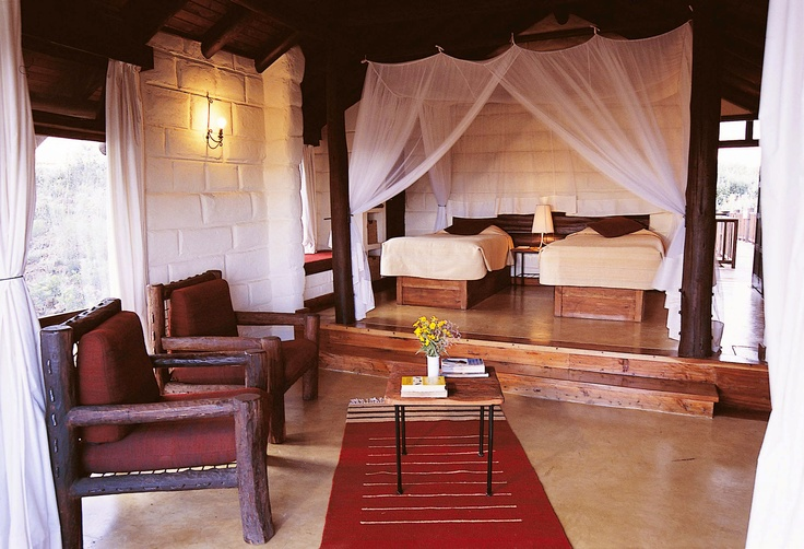 Wild landscape, luxurious resorts: Great Rift Valley Lodge & Golf Resort di Heritage_Camera da letto matrimoniale