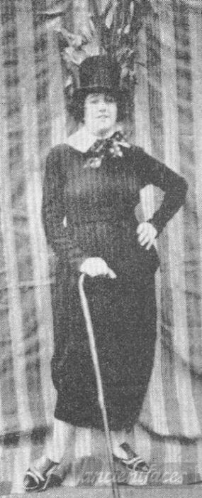 """Meet Ida Pender, wife to the infamous Australian criminal """"Squizzy"""" Taylor. The 5 foot 2 inch Taylor had a reputation in the 1920s for armed robbery, murder, extortion, prostitution and drug dealing. Original: http://www.ancientfaces.com/person/ida-pender-taylor/192535710"""