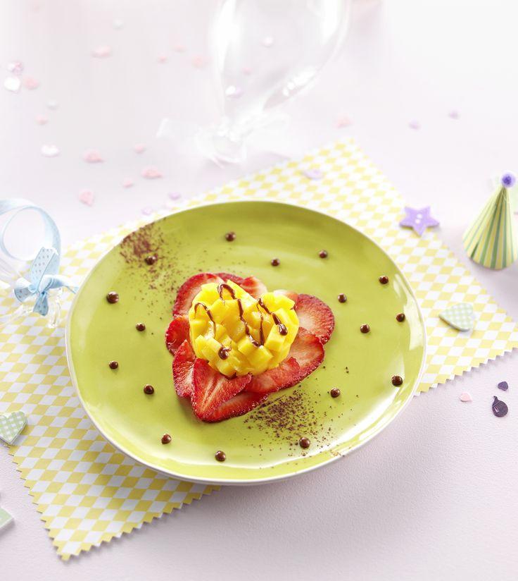 """Une recette pour dire """"Je t'aime"""" à Bébé le jour de la Saint-Valentin! Pêches fraises melba d'anniversaire pour bébé dès 18 mois. Une recette facile et tellement jolie! #recette #anniversaire #enfant #saintvalentin"""