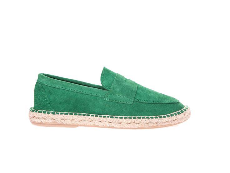 Mocasín piel verde para hombre, zapato transpirable hecho artesanalmente, ideal para el verano. Colores vivos y diseño que aportan estilo y comodidad.