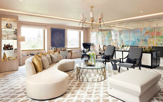Incredible living room sofa designed by Vladimir Kagan adds a modern touch to this living room set by 1508 London. SEE MORE: http://losangeleshomes.eu/luxury-homes-2/designer-sofa-ideas-stylish-living-room-set/