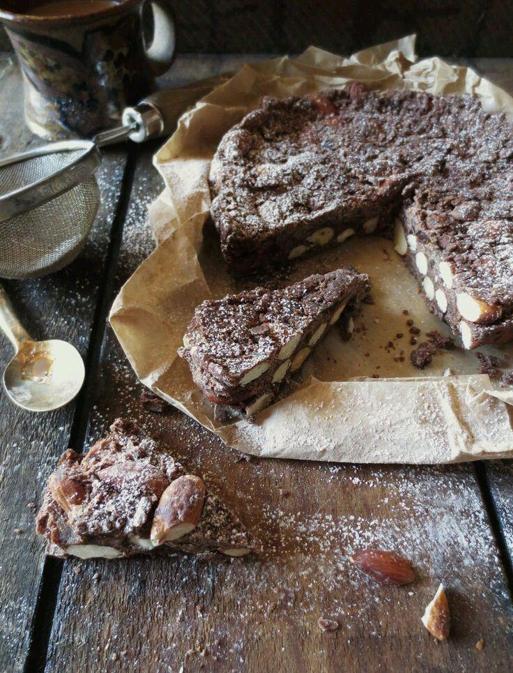 Il panforte è un tipico dolce natalizio che ha origini molto antiche :le prime testimonianze risalgono all'anno mille. Veniva chiamato Pan Pepatus. La preparazione era demandata agli speziali…