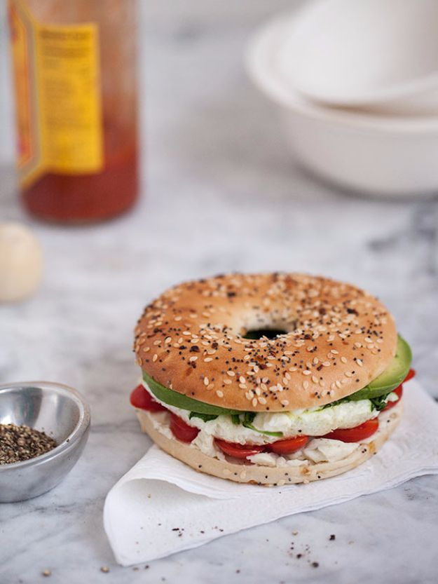 Healthy Lunch Ideas for Work - Egg And Vegetable Bagel Sandwich - Quick and Easy Recipes You Can Pack for Lunches at the Office - Lowfat and Simple Ideas for Eating on the Job - Microwave, No Heat, Mason Jar Salads, Sandwiches, Wraps, Soups and Bowls http://diyjoy.com/healthy-lunch-ideas-work
