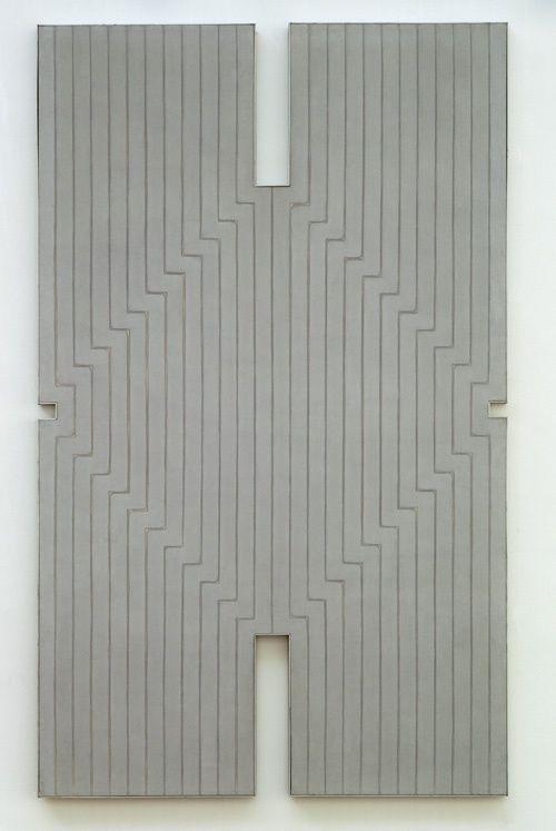 Stella, Frank:  Newstead Abbey  1960:  minimal art: idee is klein uitwerking is groot: Geen symbolische lagen: what you see is what you get: afzetten tegen abstract expressionisme: onartistiek, met verf roller afplaktape etc.  gemaakt      aluminiumverf op doek  300 x 182 cm.