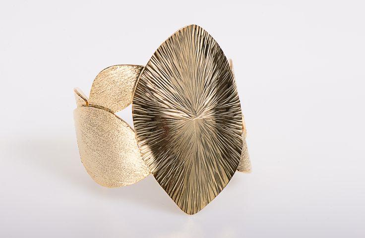 VOGA VITA - Golden leaf cuff by Turmalina & Durando - www.vogavita.com