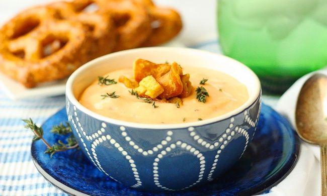 Иногда изсамых обычных продуктов можно сотворить что-то весьма интересное. Например, сырный суп. Готовить его легко ибыстро, аблюдо получается снасыщенным сливочным вкусом.  Подборка рецептов нев…