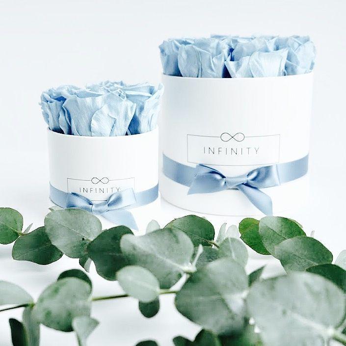 Diese edele Blumen Box in der Farbe Baby Blue spendet bei Infinity Flowerbox für die Versorgung mit sauberen Trinkwasser in Entwicklungsländer.