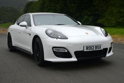 Porsche Panamera GTS front tracking