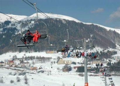 7.500 Ft helyett 4.990 Ft: Ragyogó napsütés, garantált hó! Egy napos síelés, snowboardozás vagy akár szánkózás Donovaly-ban, Szlovákia egyik legnagyobb síközpontjában, felsőkategóriás busszal!