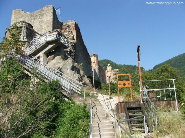 #Poenari #fortress - #Romania. Built during the ruling of Negru Voda and #Vlad_Tepes.