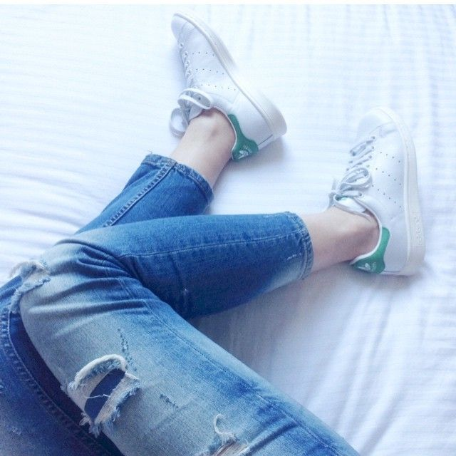 Sunday morning! Love some great ripped jeans and my @adidas Stan Smith
