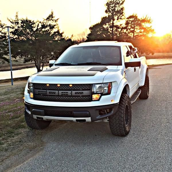 Black And White Ford: White And Black Ford SVT Raptor Off-road Truck F-150