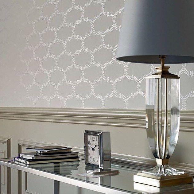 Ny lampe til jul? Eller tapet? Eller pledd? Eller interiør-detaljer? Hos oss finner du masse lekkert interiør til både deg selv og julegavene!  #lauraashley #lauraashleyoslo #interiør #interiørinspirasjon #interiørinspo #interior #tapet #påveggen #belysning #lampe #sølv #lampeskjerm