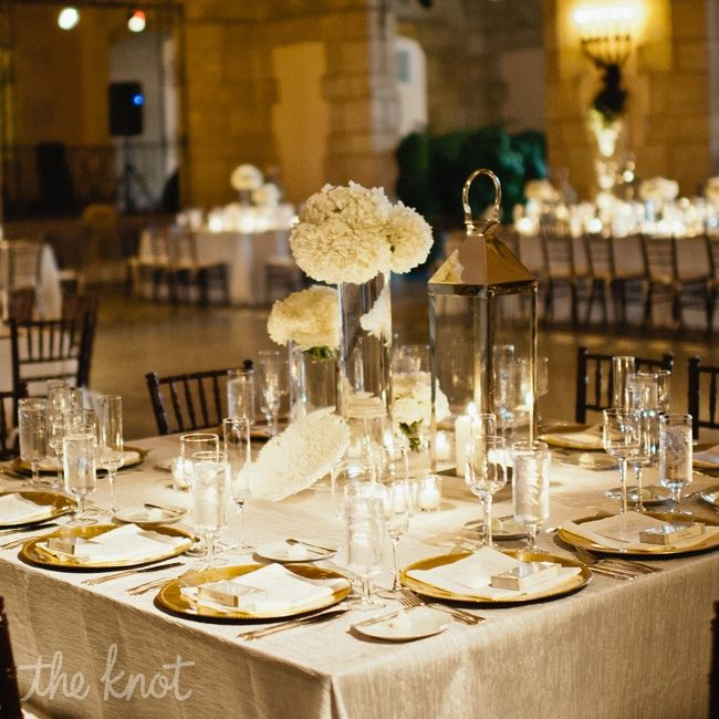 Attractive Modern Gold Reception Decor   Gives Off An Elegant Romantic Vibe | Photo  By: Bee
