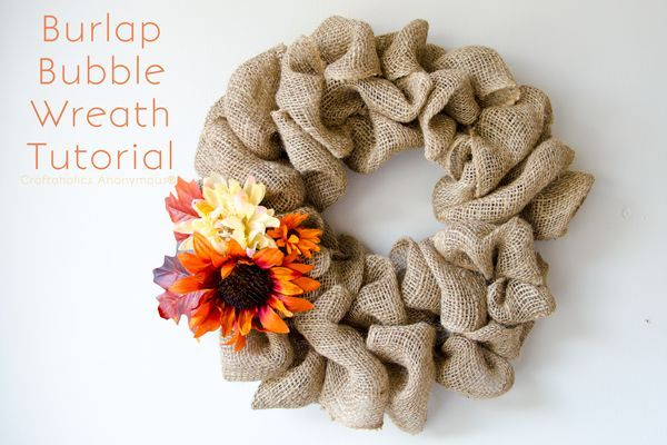 EASIEST wreath ever! This Burlap Bubble Wreath is stunning and takes only 15 minutes to make. Awesome craft for a group. Perfect Super Saturday craft idea!