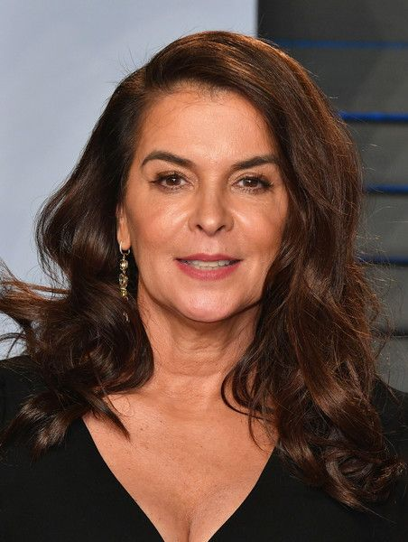 Annabella Sciorra Photos - Annabella Sciorra attends the 2018 Vanity Fair Oscar Party hosted by Radhika Jones at Wallis Annenberg Center for the Performing Arts on March 4, 2018 in Beverly Hills, California. - 2018 Vanity Fair Oscar Party Hosted By Radhika Jones - Arrivals