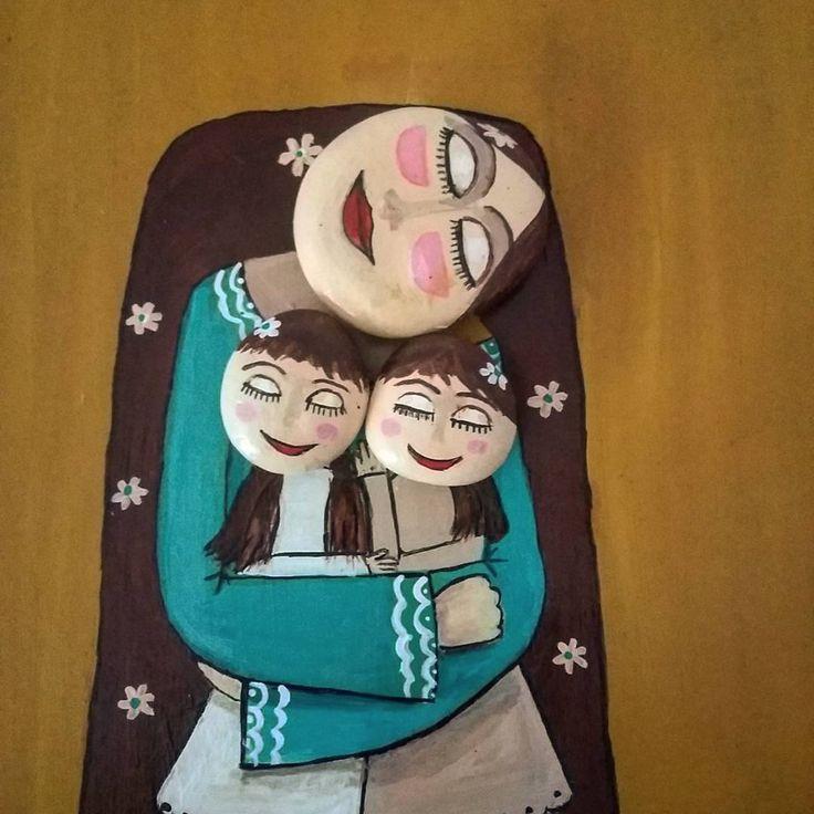 "64 Likes, 2 Comments - Hülya Tezyılmaz (@hulyanintaslari) on Instagram: ""#motherandchild #mothersday #taşilesanat #taşsanatı #motheranddaughter"""