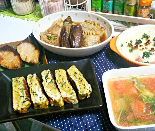 前日にフライドチキンを作った時に出た 鶏ガラスープをベースにトマトが爽やかな野菜スープを…。 カボチャの洋風煮にソーセージを足して グラタンにリメイクしました。 - 34件のもぐもぐ - ぶり塩焼き  餅と切り干し大根の巾着煮  カボチャ洋風煮からのリメイクグラタン   大葉と白胡麻のだし巻き卵  鶏ガラ野菜スープ by YokoIshikawa