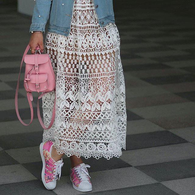 Tam bir balayı elbisesi degilse bende bisey bilmiyorum⚬😁 iyi aksamlar 🌙🌟  .  .  .  .  .  .  #gununkaresi#ootd#outfit#streetstyle#fashion#fashionblogger#fashionista#fashioninspiration#love#style#stylish#details#summer#aniyakala#ankara#gunaydin#iyigeceler#like4like#tb#tbt#l4l#like10like#like20like#followforfollow#follower#followme#goodnight#goodmorning