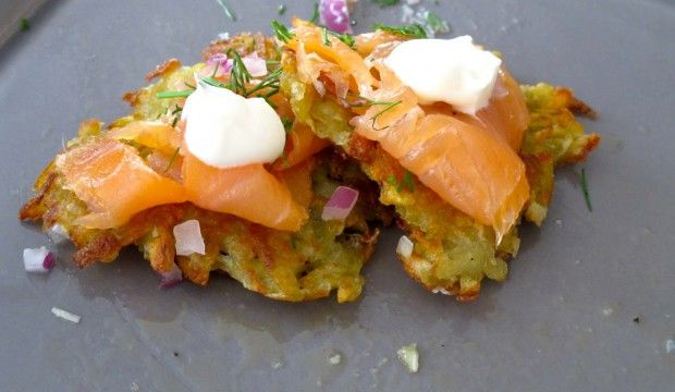 check out Farro Fresh's smoked salmon latkes with the collective's creme fraiche - YUM! I'll need to make a double batch for sure : ) #cremefraiche #smokedsalmon #latke