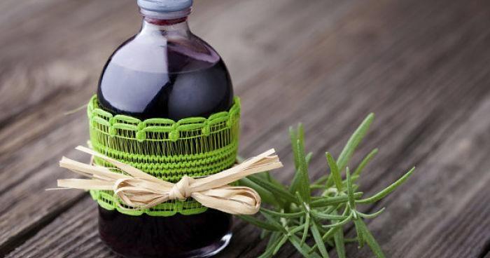 Los beneficios del alcohol de romero y cómo hacer el tuyo en casa