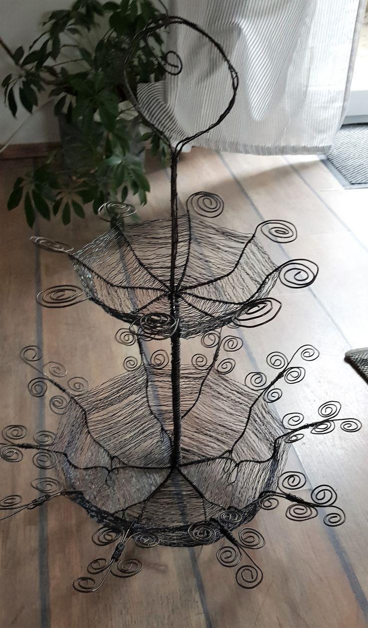 Etagere aus draht geflochten basteln flechten draht for Gartenschmuck aus metall